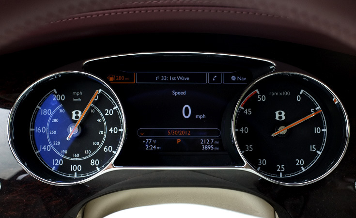 The design of the tachometer is inspired by past designs with the position of the needle on top rather than the bottom.