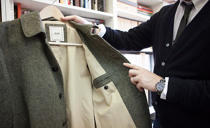 Snyder shows us his Classic Trench in Tweed from the Fall / Winter 2012 collection.