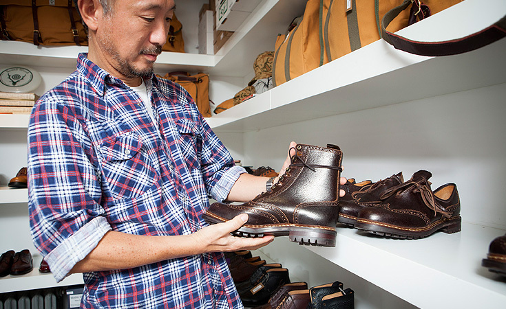 Suzuki holding an Alfred Sergeant for Nepenthes Huntsman Tie Boot.